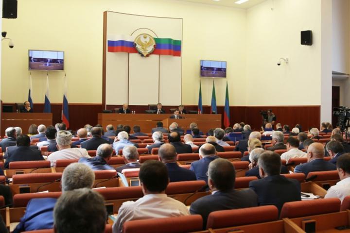 Хизри Шихсаидов провел совещание Президиума Народного Собрания