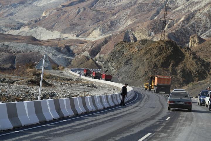 Дорогу, соединяющую горные районы Чечни иДагестана, ввели вэксплуатацию